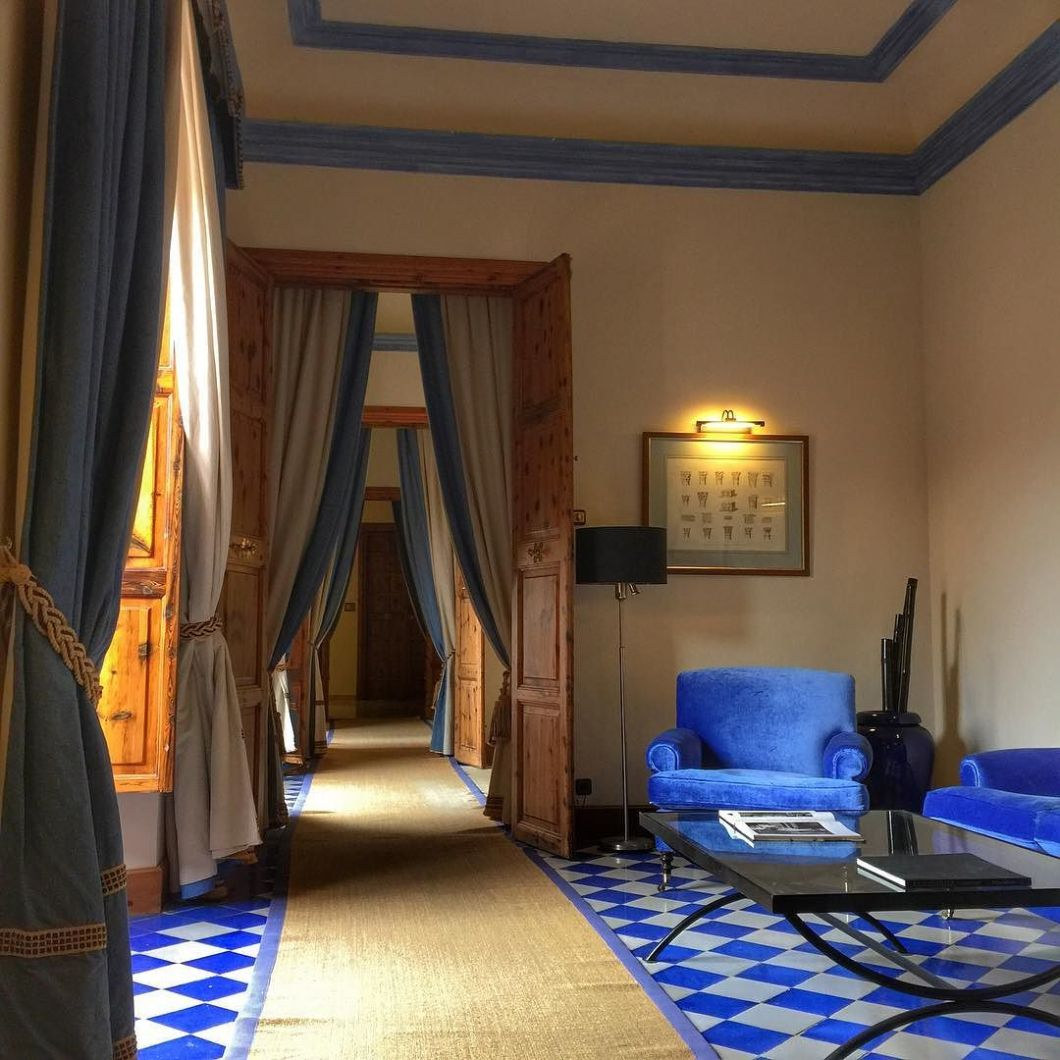 Pretty_pretty_blues..._Lusting_over_these_blue_tiles__granhotelsonnet