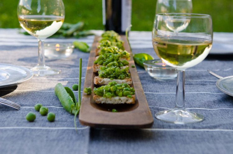 long board with pea crostini-1